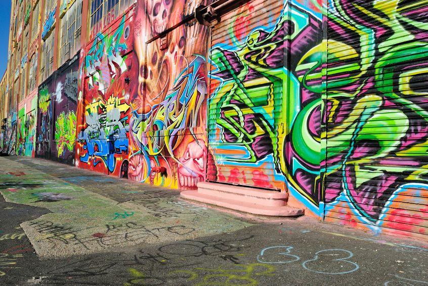 """Díky kontaktu na """"Čištění graffiti Teplice"""", který jsme získali od známých, máme zase krásnou fasádu"""