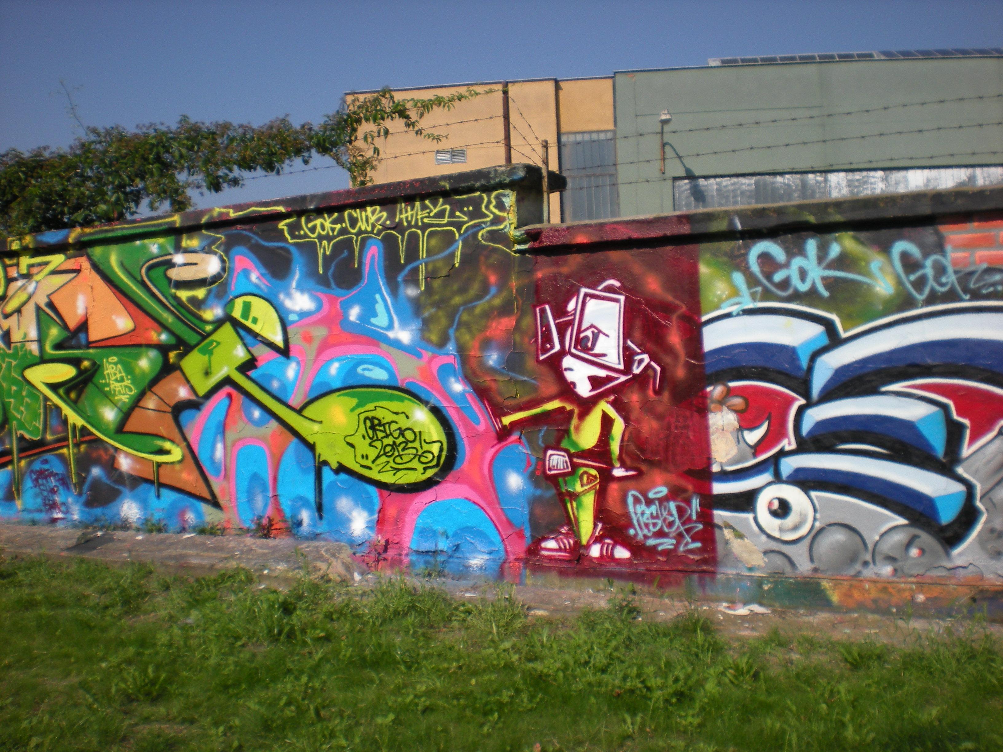 Odstranění graffiti, nátěr antigraffiti a fasádní barvou Prostějov