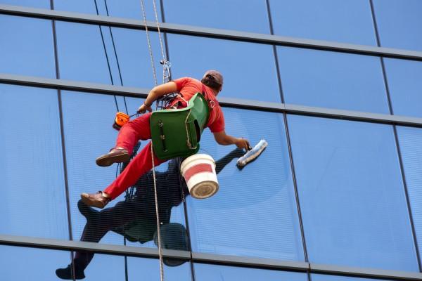 Mytí oken, výškové odstranění plísní, polepů Praha
