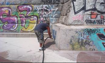 Odstranění graffiti granitem Praha