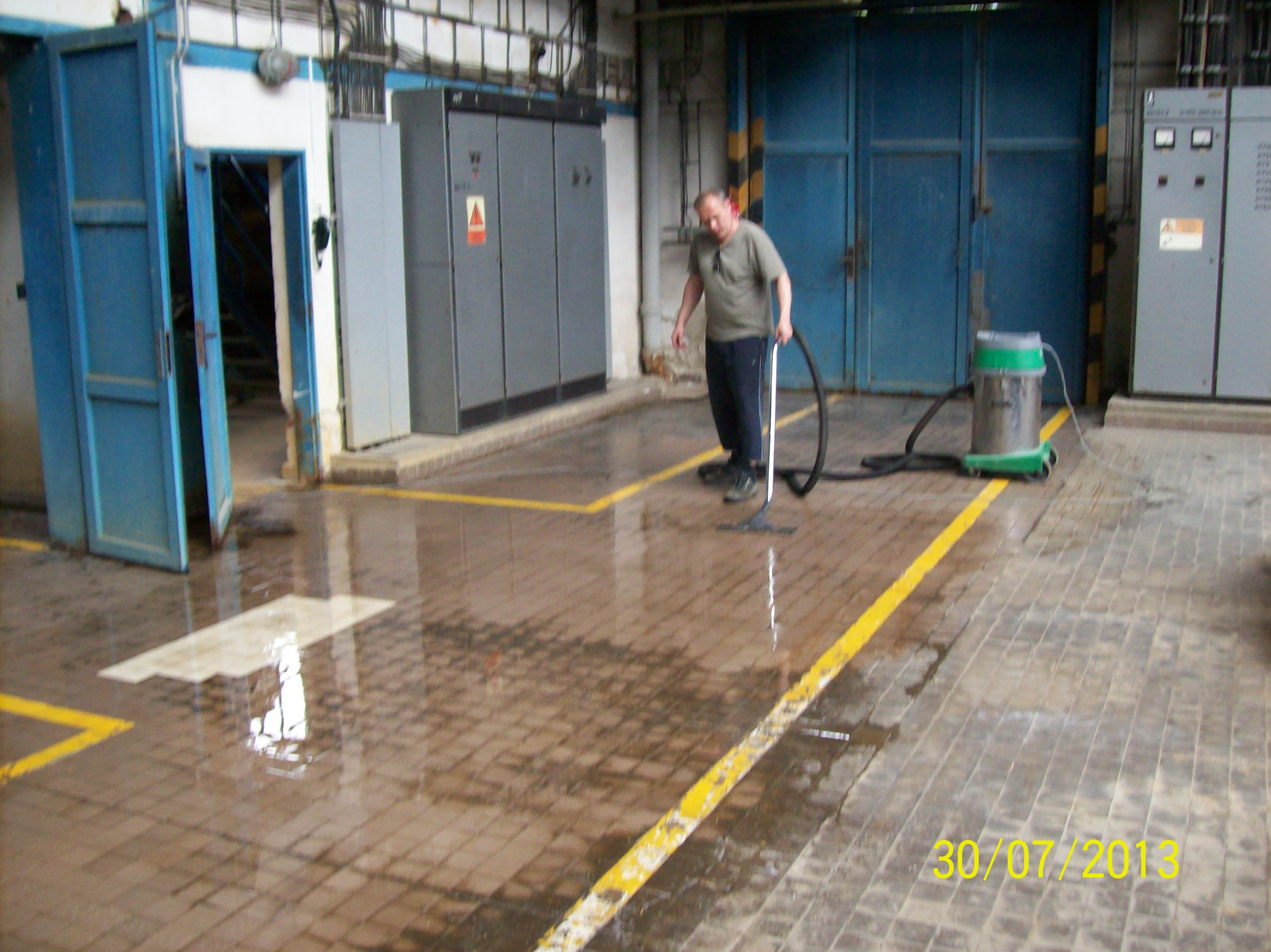 Renovace strojovým čištění podlahy Brno