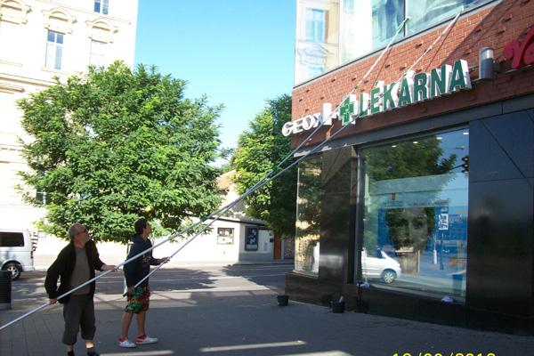 Mytí, čištění oken, výloh, fasád i ve výškách Brno