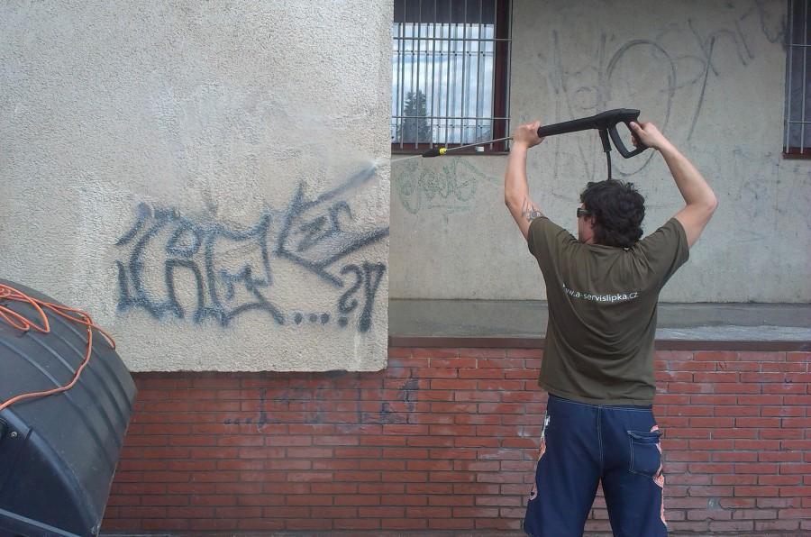 Odstranění graffiti a čištění fasády Praha