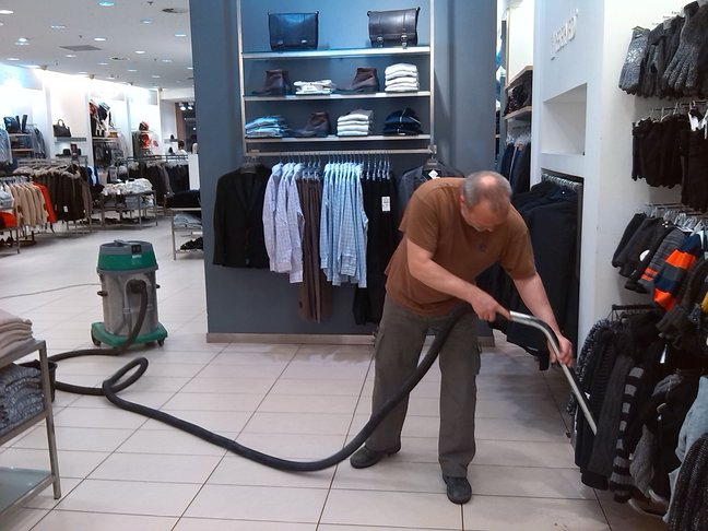 Praha, strojové čištění, voskování podlah