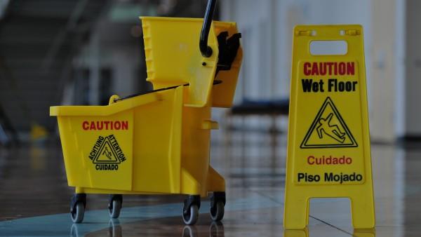 Strojové čištění podlah, koberců Praha