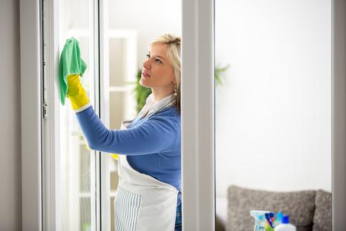 """S mytím oken je lepší se spoléhat na úklidovou firmu,""""Výškové práce Praha"""""""