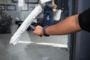 cena mytí oken