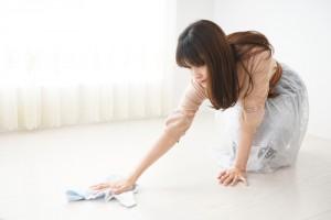 ruční čištění podlahy
