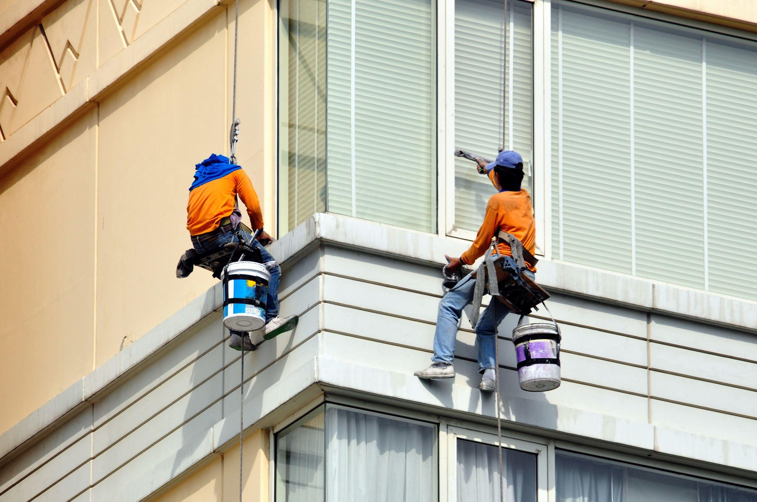 """Úklid po malování, stavebních úpravách, mytí a čištění oken i ve výškách s firmou """"Výškové čištění fasád Brno"""""""