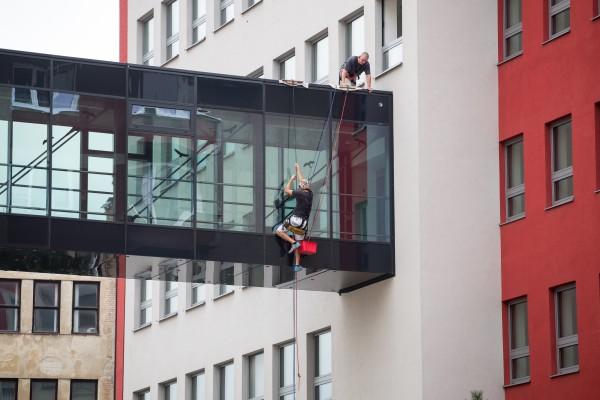 Čištění oken, fasád, plísní. Úklid po stavbě Ostrava