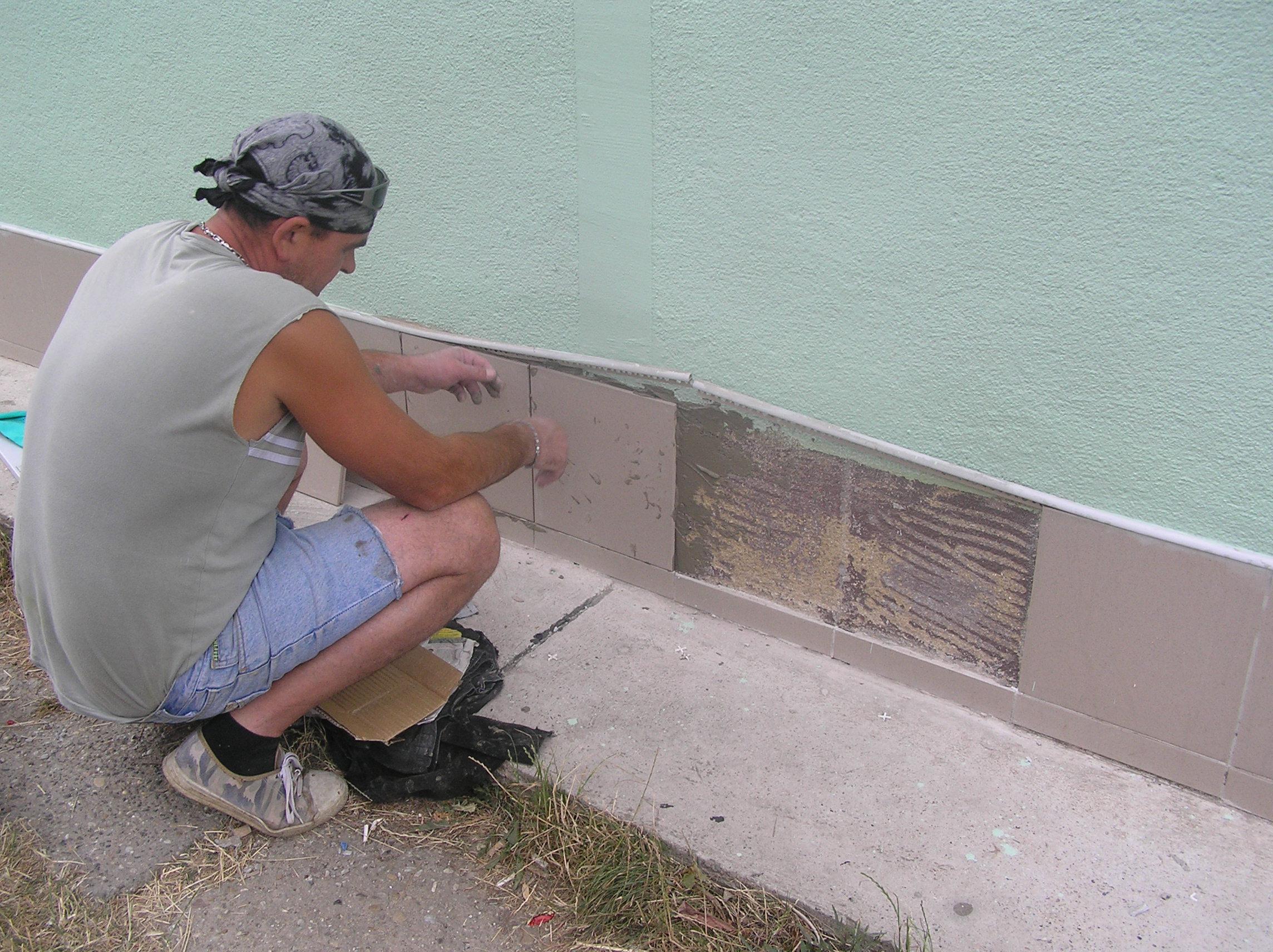 Oprava fasády, malby a antigraffitový nátěr Břeclav