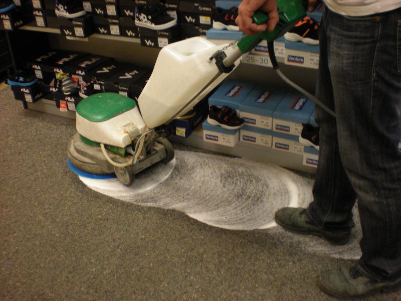 Str. čištění koberců, voskování podlah Brno