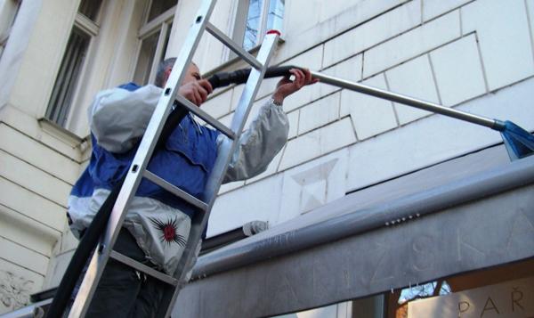 Čištění, mytí žaluzií, markýz, oken Praha 7