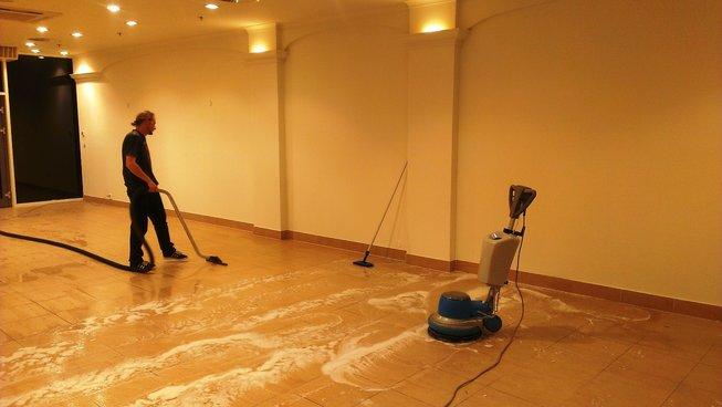Strojové čištění podlah Praha