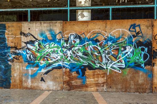 """Fasádu jsme si sami posprejovali, ale nepovedlo se nám to, až """"Čištění graffiti Olomouc"""" to za nás napravil"""