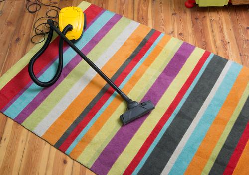 Koberec je možné vyčistit tak, abyste nenarušili jeho vlákna a zbavili ho všech skvrn
