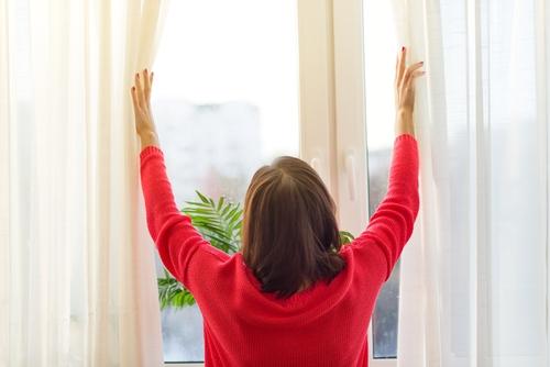 """Babiččina okna byla zanedbaná – pomohli profesionálové z """"Výškového mytí oken"""", Výškové práce Brno"""